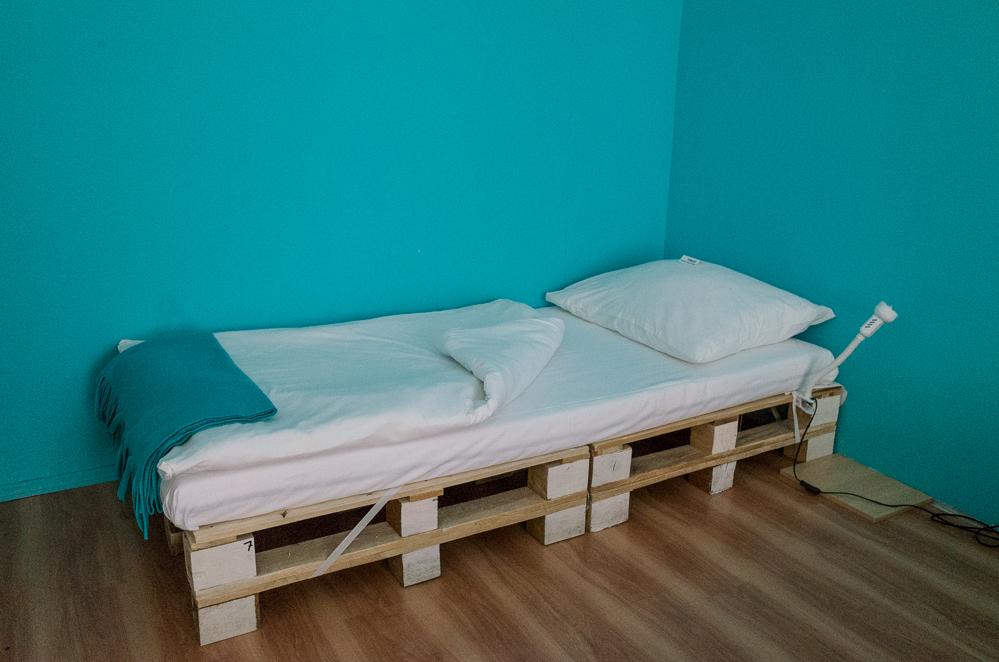 """Yeah, Palette, wie haben wir Dich vermisst! Ein Schlafsaal im """"Amazing Hostel"""" in Budapest"""